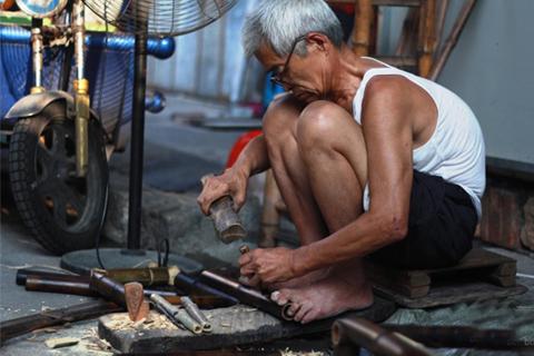 """莆田""""鸭蛋巷""""里身怀绝技的老人 58年只做一件事"""