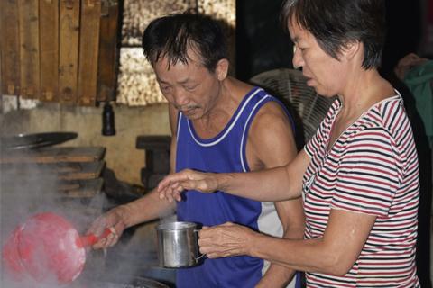 为了聋哑孩子 莆田男子花30年专门做豆腐